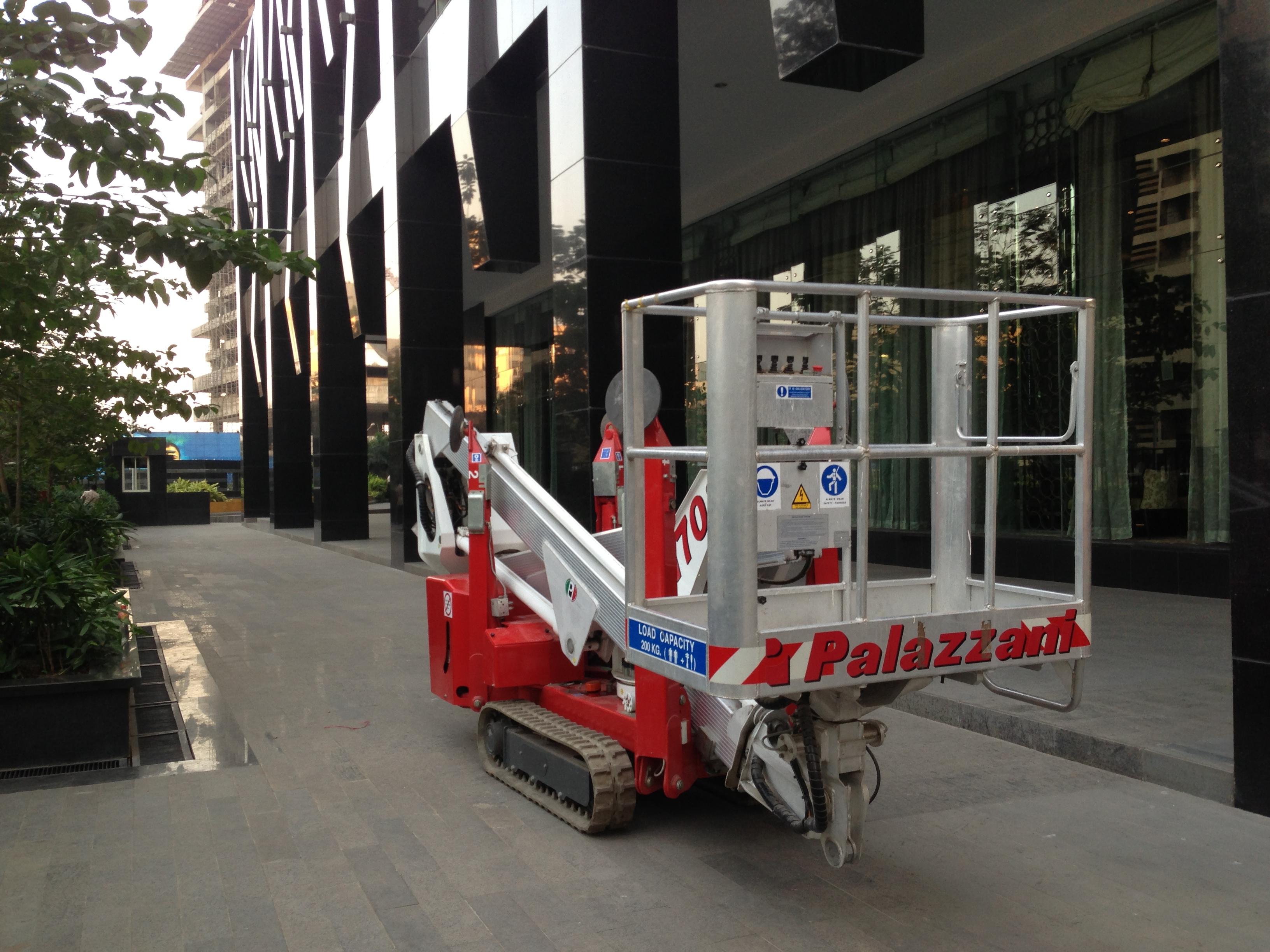 A 21m truck mounted platform allows an operator to access a telecoms tower
